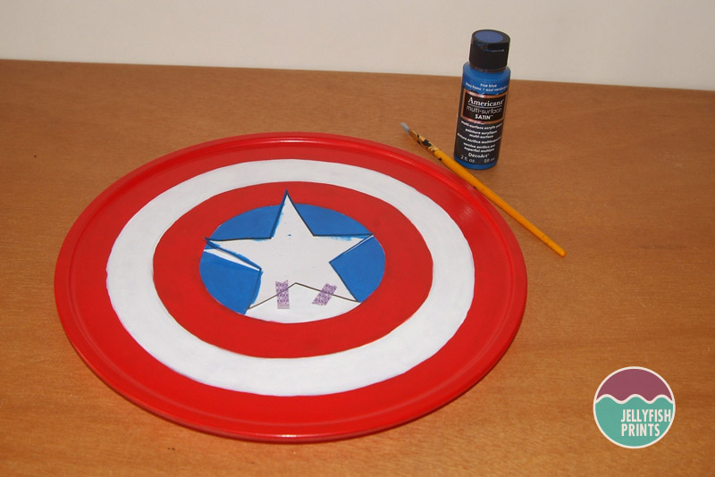 Painting the star on to cake stand