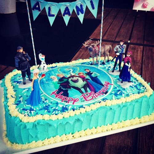 DIY Frozen cake with Disney cake toppers